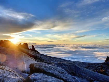 Sunrise-Mount-Kinabalu-at-Summit-2
